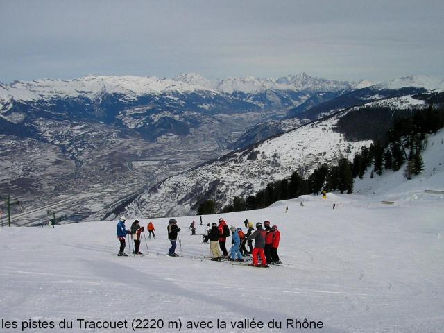 Vue du Tracouet (2220 m) sur la vallée du Rhône